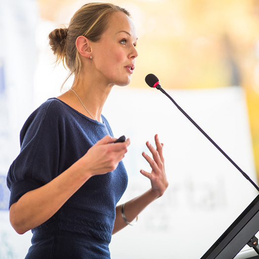 Improve your presentatin skills! 5 Tips to Help You Bring Your Audience to Life