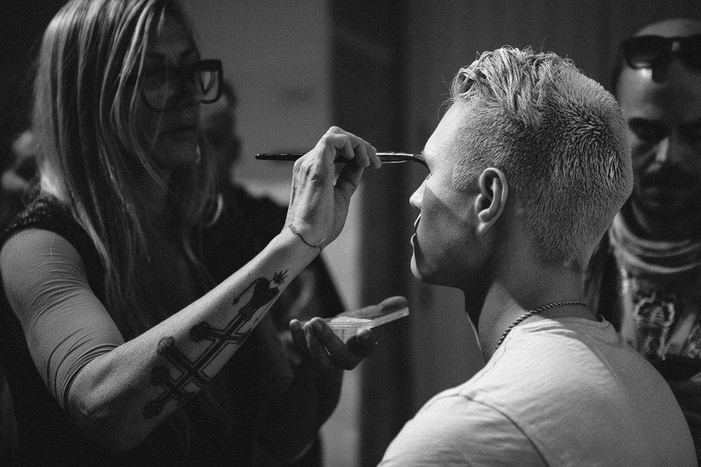 Make Up Artist ANTÓNIA ROSA preparing André Chee for VALENTIM QUARESMA's show.