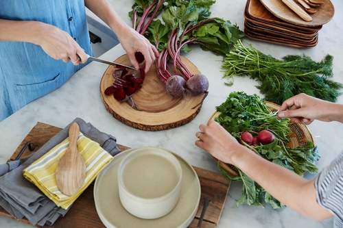 one aum nutrition preparing vegetables.jpeg