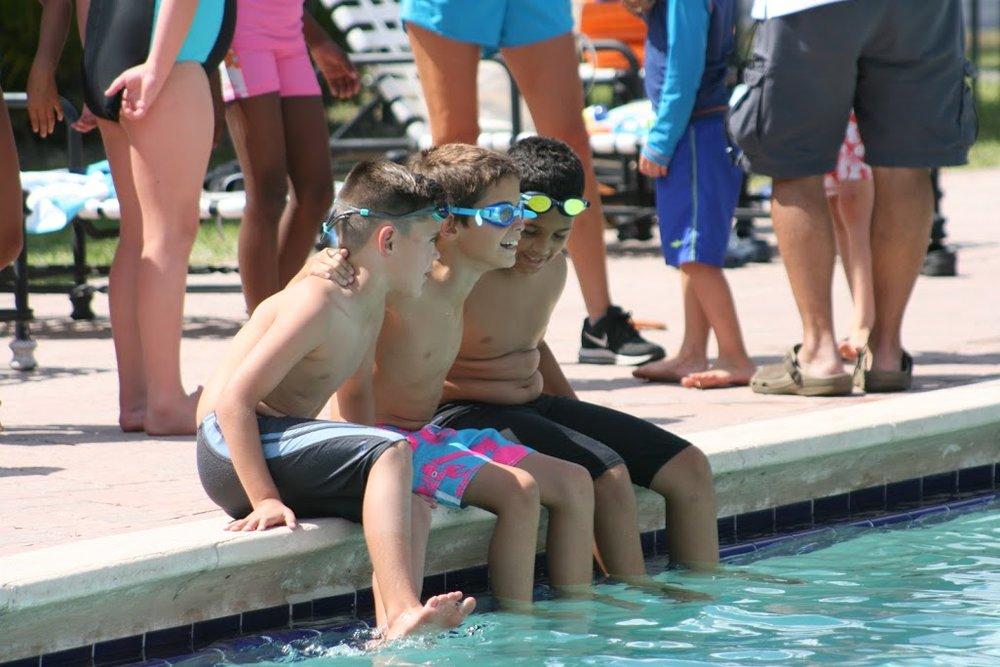 Acerca de: - Flying Fish Swimming, es un programa de natación que se realiza durante todo el año en Miami, Florida.Nuestros diversos programas están diseñados específicamente para satisfacer las necesidades, habilidades y nivel de nuestros estudiantes.Nuestros programas han sido diseñados por el instructor olímpico y profesional de natación y entrenador de natación Andrew Phillips, quien ha dedicado los últimos 30 años de su vida a la natación.Flying Fish Swimming ofrece