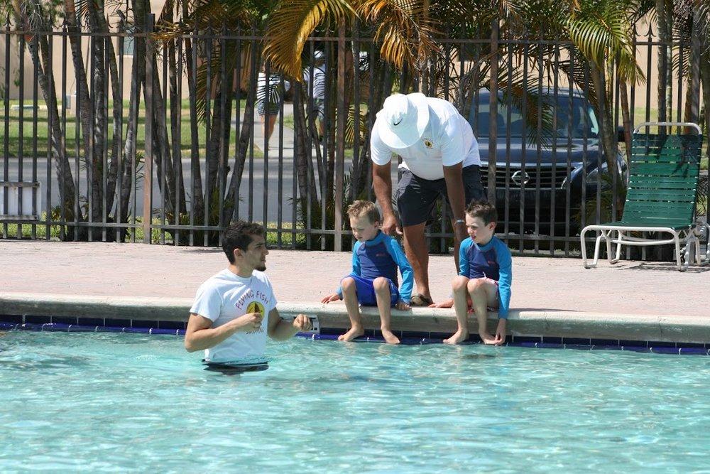 Instructores: - Nuestro equipo de instructores profesionales de natación está dirigido por el olímpico Andrew Phillips; y todos los instructores están certificados por la Cruz Roja.Conocer nuestro instructores➝