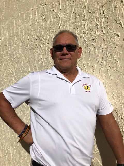 Conocer Andrew... - Andrew lleva más de 30 años enseñando y entrenando natación. Comenzó su carrera docente en Kingston Jamaica en la década de 1980. El mismo Andrew, un atleta olímpico, compitió en los Juegos Olímpicos de Los Ángeles de 1984, ubicándose en el sexto lugar en las finales de la historia, convirtiéndose en el primer nadador caribeño jamaicano e inglés que ha logrado esto.Él ha sacado a los niños de su programa de lecciones de natación para representar a Jamaica y su equipo local de natación Flying Fish aquí en Miami en eventos de competencia locales e internacionales. Los miembros de su equipo de natación aquí en Miami han sido clasificados entre los 3 primeros en los Estados Unidos como nadadores de grupos de edad en su grupo de edad.Ahora está dedicando toda su atención a enseñar a los niños y adultos cómo nadar adecuadamente y disfrutar del agua, ya que esto ha sido una pasión para él en Miami mientras entrenaba a su competitivo equipo de natación.Lecciones de natación con Andrew ➝