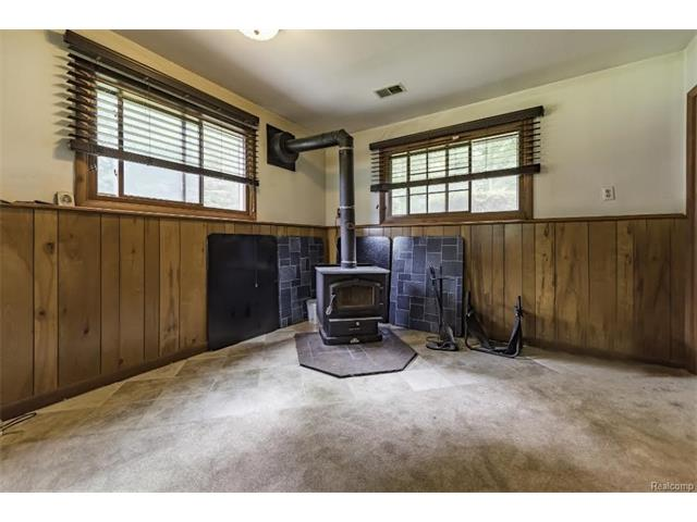 6520 CROFOOT Road, Iosco Twp 48843 - Woodburner