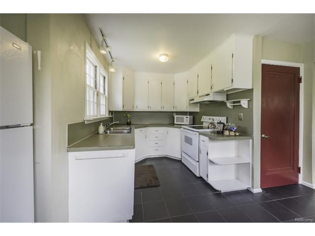 2418 MIDVALE Street, Ypsilanti Twp 48197 - Kitchen