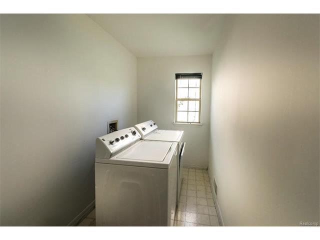 5397 Michael Drive, Ypsilanti Twp 48197 - Laundry