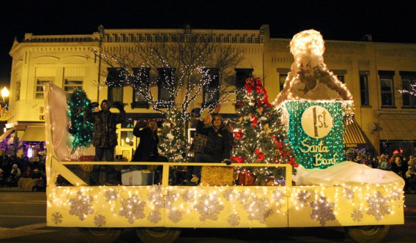 Fantasy of Lights activities attract more than 30,000 people who enjoy beautifully illuminated floats, marching bands, vehicles, musical entertainment, and animals.