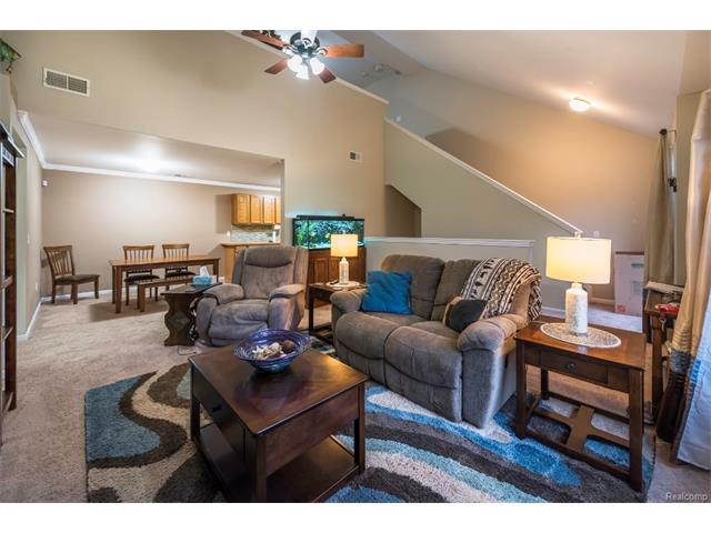3253 Kneeland Circle, Howell Twp 48843 - Family Room