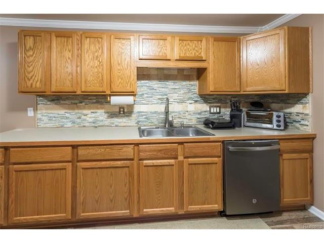 3253 Kneeland Circle, Howell Twp 48843 - Kitchen