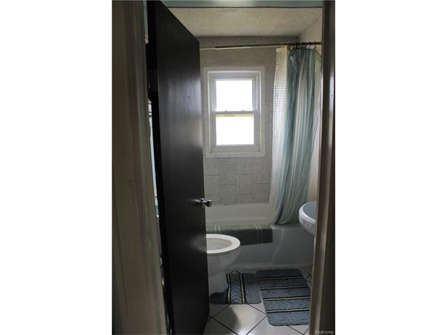 6305 OAKVILLE WALTZ Road, Exeter Twp 48117 - Bathroom