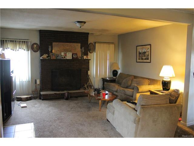 6305 OAKVILLE WALTZ Road, Exeter Twp 48117 - Family Room