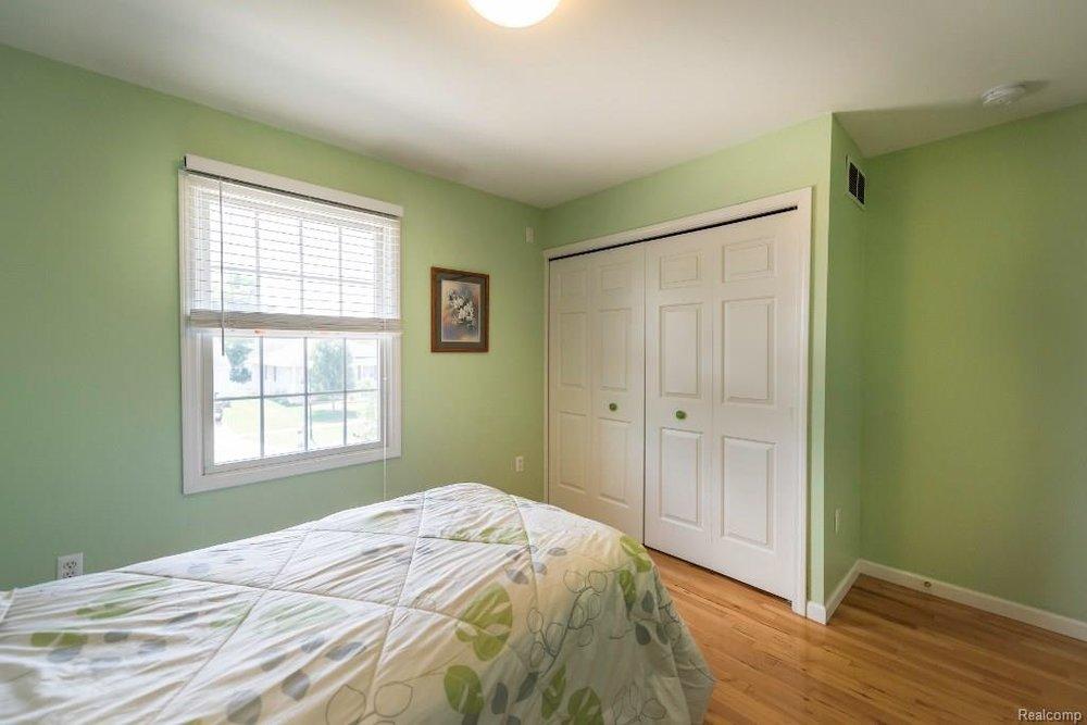 Walk In Closet - 341 ANN MARIE Drive