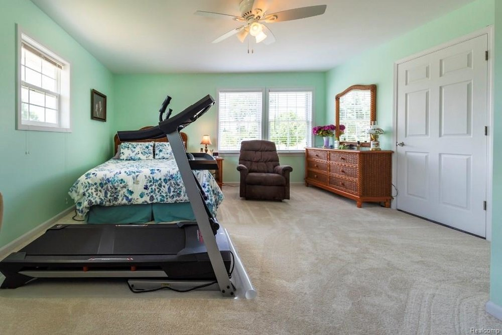 Large Master Bedroom - 341 ANN MARIE Drive