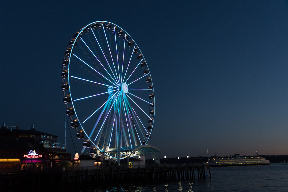 the seattle great wheel lit in 2018 usa games colors.