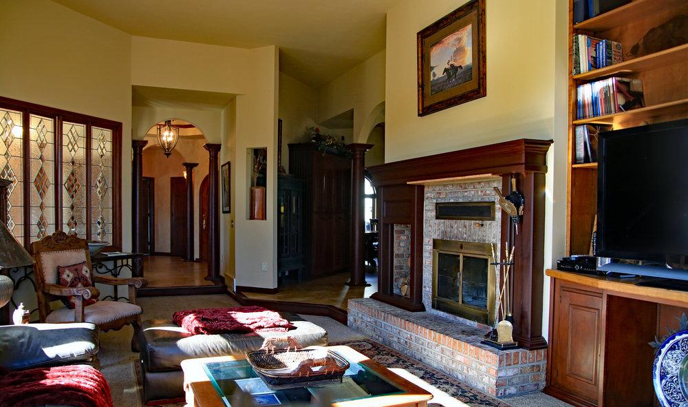 7502 Living Room.jpg