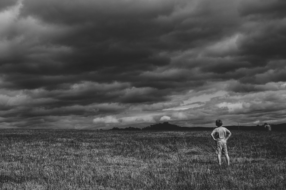 boy-standing-in-field-monochrome-Lisa-howeler