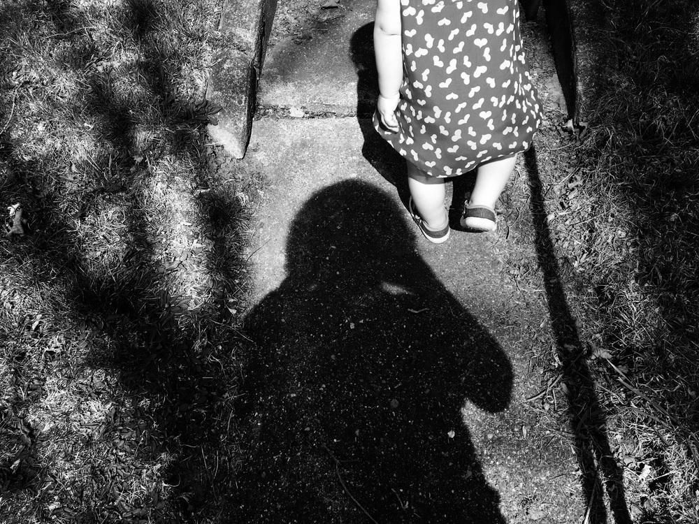 mother-shadow-child-walking-Lisa-howeler