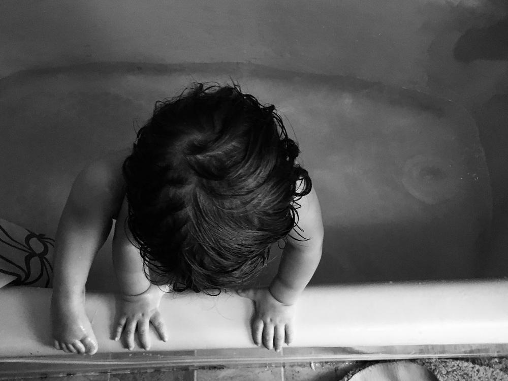 toddler-bathtub-Lisa-Howeler-2016