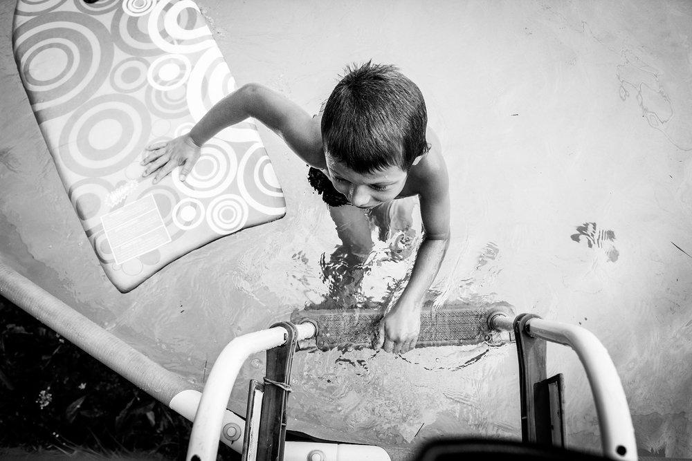 boy-in-pool-lisa-howeler-athens-pennsylvania-freelance photographer