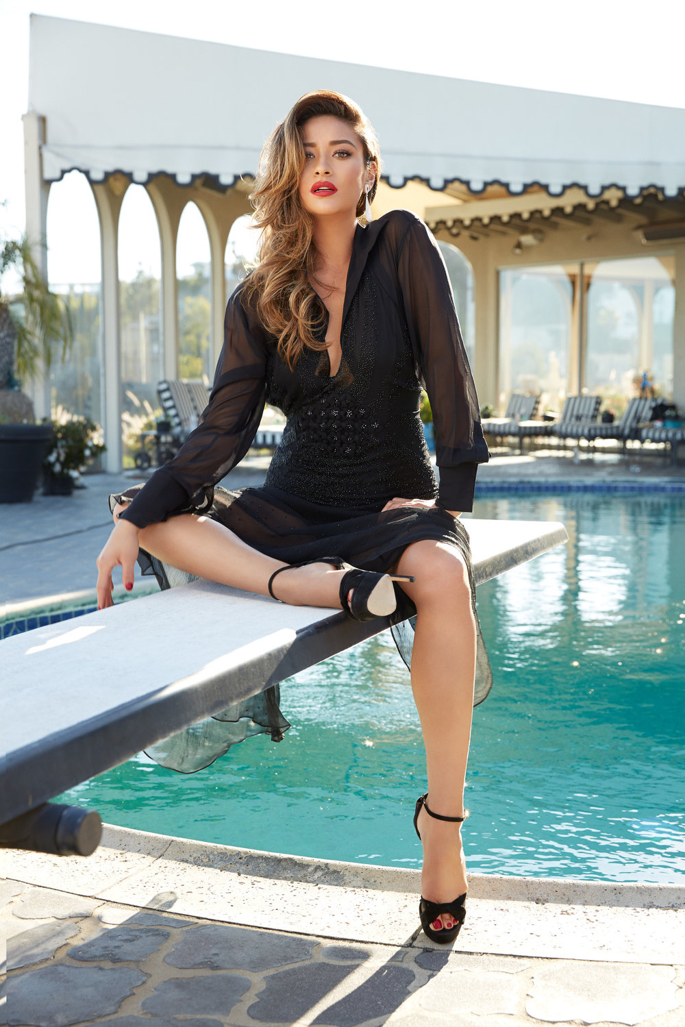 FB_SHAYMITCHELL_GLAM_0003.jpg