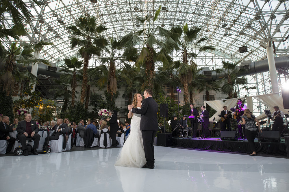 Wedding Couple dancing at Navy Pier Crystal Gardens