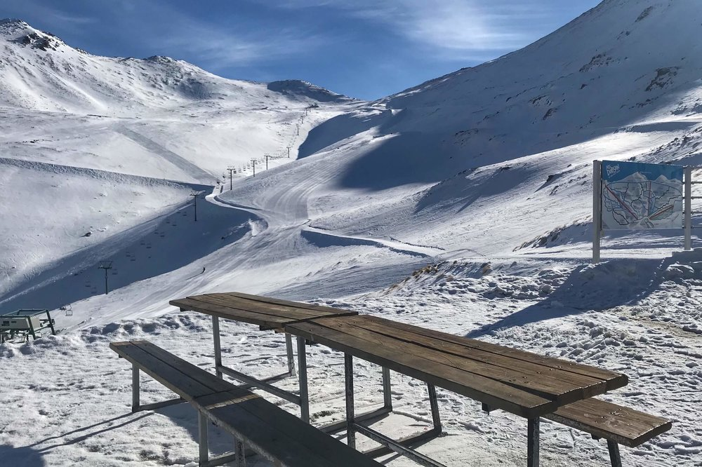THE UNCROWDED LUNCH AREA OVERLOOKING THE SADDLE CHAIR