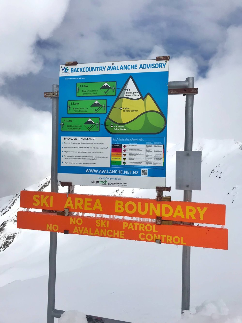 THE VERY HANDY AVALANCHE ADVISORY SIGN AT THE TOP OF THE RIDGE T-BAR.