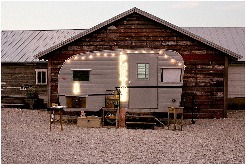 adventure booth | heritage prairie farm vintage trailer photo booth_1183.jpg