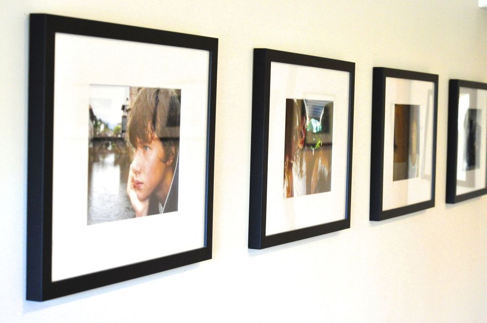 Wood photo frames pictuart for Picture frame hanging designs