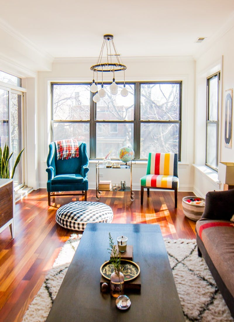 A Classic Mix of Vintage & New in a Chicago Condo
