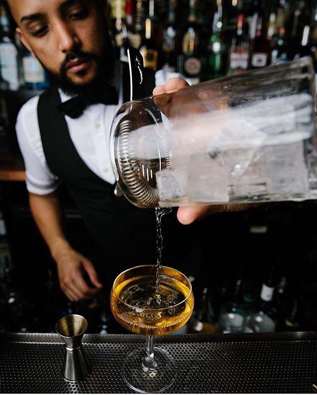 On Saturdays we like it stirred! 🍸#bathtubgin #bathtubginnyc #headbartender #arielsuarez #mixology #shakenorstirred #cocktails #cocktailbar #coffeeandcocktails #manhattan #nyc #chelseastory #bartending #speakeasy #hospitalitylife