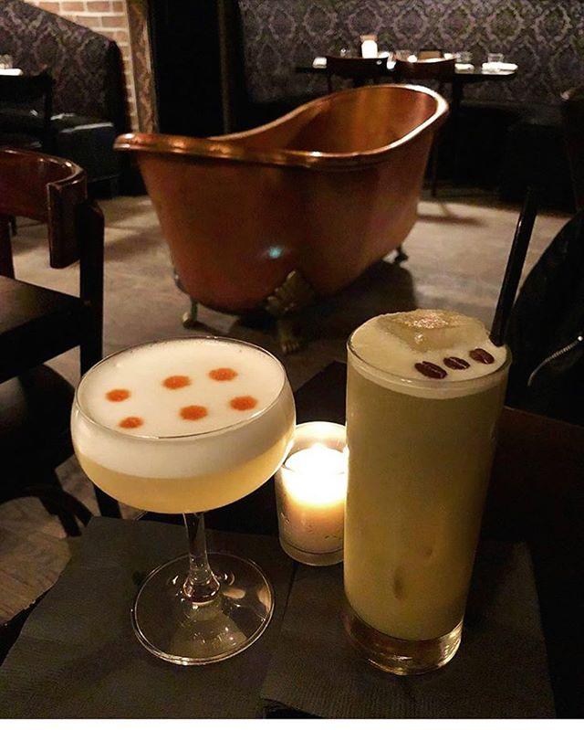 The cocktails are waiting, come join them! 👍 #bathtubgin #bathtubginnyc #nyc #newyork #hospitalitylife #chelseastory #manhattan #whiteladybug #wakeyjuicejoe #cocktailbar #coffeeandcocktails #bartending #mixology 📸: @andresd4