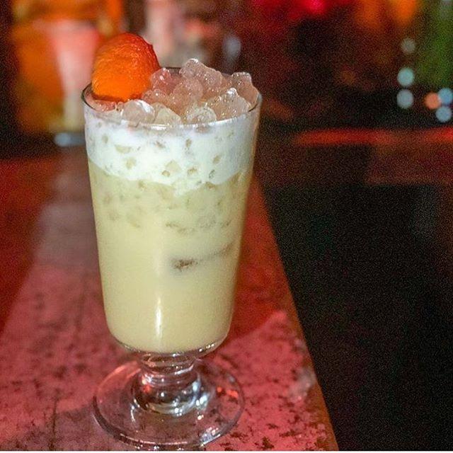 Nothing beats the hot weather like a crushed ice cocktail! ☀️🍹 📸: @nyhasbols • • • #bathtubginnyc #bathtubgin #tipsytassel #speakeasy #bartending #bolsgenever #fernetbranca #tikitime #saturdaynight #cocktailbar