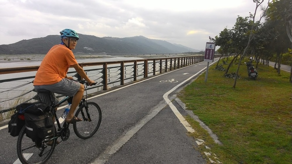 Hualien riverside bike path