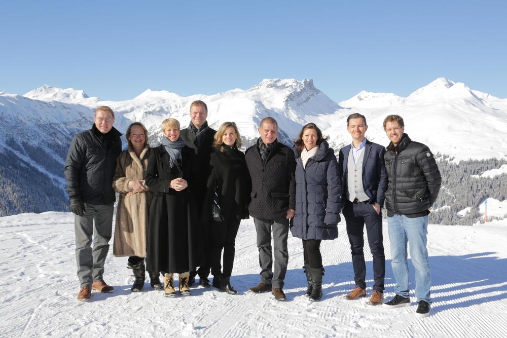 The Hintsa team accompanied by F1 World Champions Mika Häkkinen and Sebastian Vettel, F1 test driver Susie Wolff and Professor of London Business School Lynda Gratton.(WORLD ECONOMIC FORUM/swiss-image.ch/Photo Jakob Jaegli)