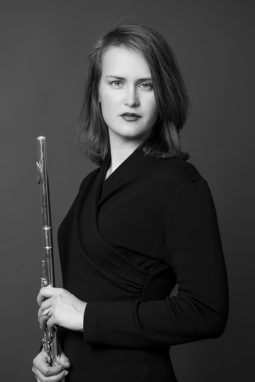 Lynetta, portrett med fløyte.jpg
