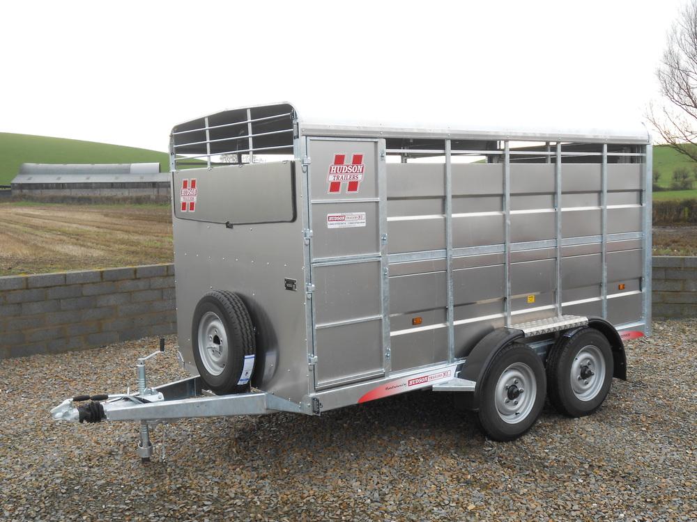 12x66-twin-axle-livestock-trailer
