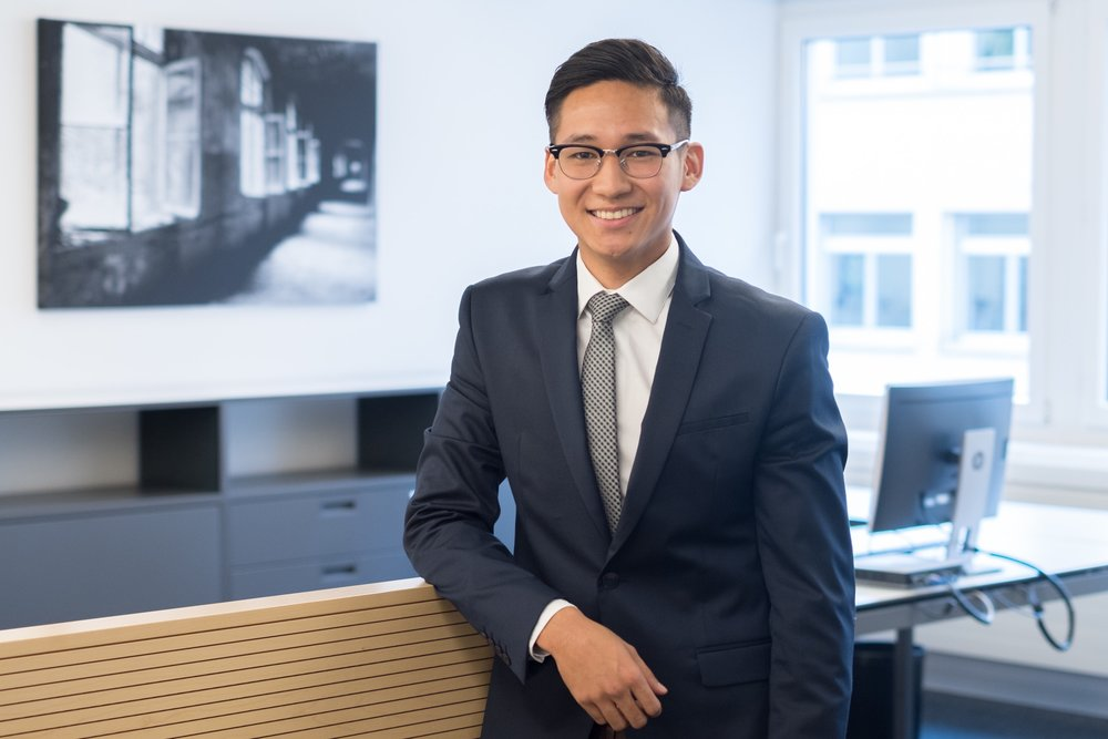 Tenzin Netsang, BSc Business Law   Empfang/Assistent  -> Email-Adresse