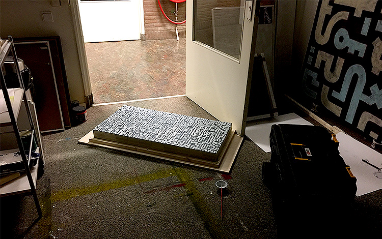 Working late in the studio with broken lights - Artwork Dutch contemporary artist Mr. Upside Michiel Nagtegaal painting KPN Teamdag 2016 give-away gift kunst cadeau in Mr. Upside Studio