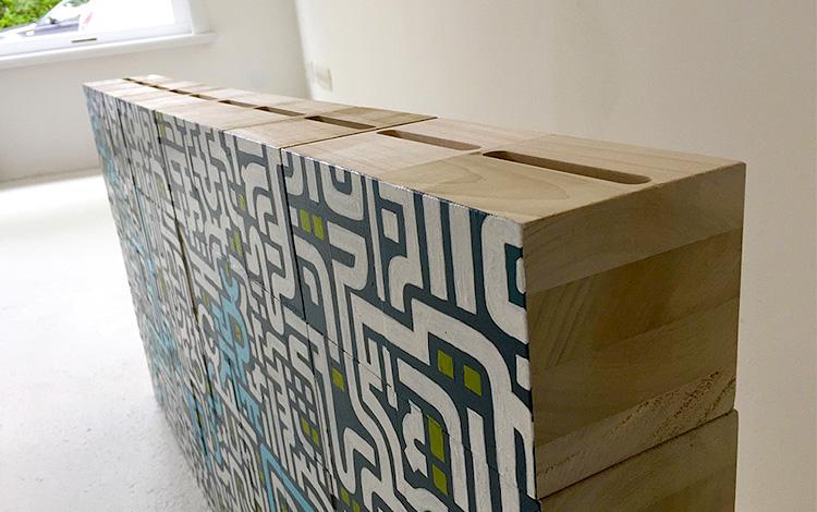 Mr. Upside Gallery Photoshoot of the painted wooden blocks - close up - Photo 3 - Artwork Dutch contemporary artist Mr. Upside Michiel Nagtegaal painting KPN Teamdag 2016 give-away gift kunst cadeau in Mr. Upside Studio