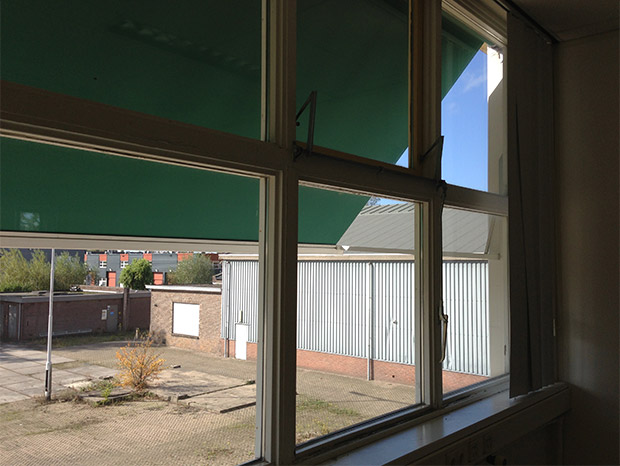 Foto 8 - Blik op de parkeerplaats van de unit die ik huur in bedrijfsverzamelpand D, onderdeel van De Verlichting in Voorburg - Den Haag