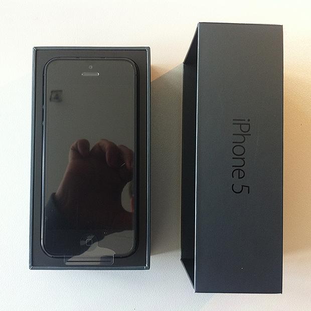 Foto 3 - Apple iPhone 5 afgeleverd - Mooi ontworpen zwarte verpakking