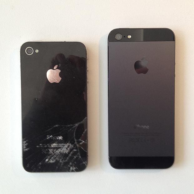 Foto 5 - Apple iPhone 5 afgeleverd - Achterzijde iPhone 4 en 5. Barst in glasplaat.
