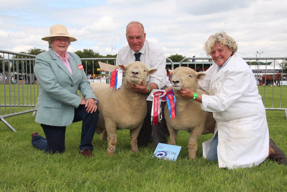 Judge Mrs Alexandra Long with the Champion and Reserve Champion