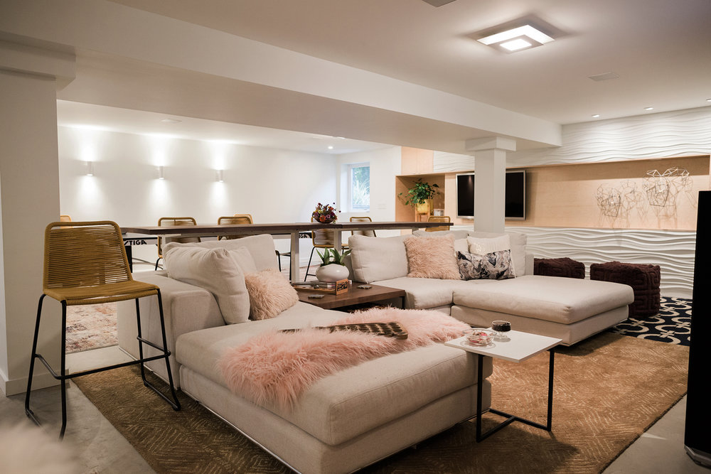 The modular sectional, shown here in a u-shape, can be reconfigured to accumulate a variety of guests and their lounging needs. {Photography by Olga Polo Photography}