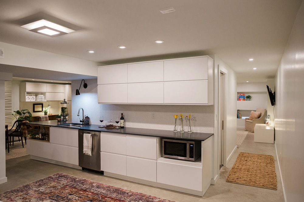 Another view of the wet bar. {Photography by Olga Polo Photography}