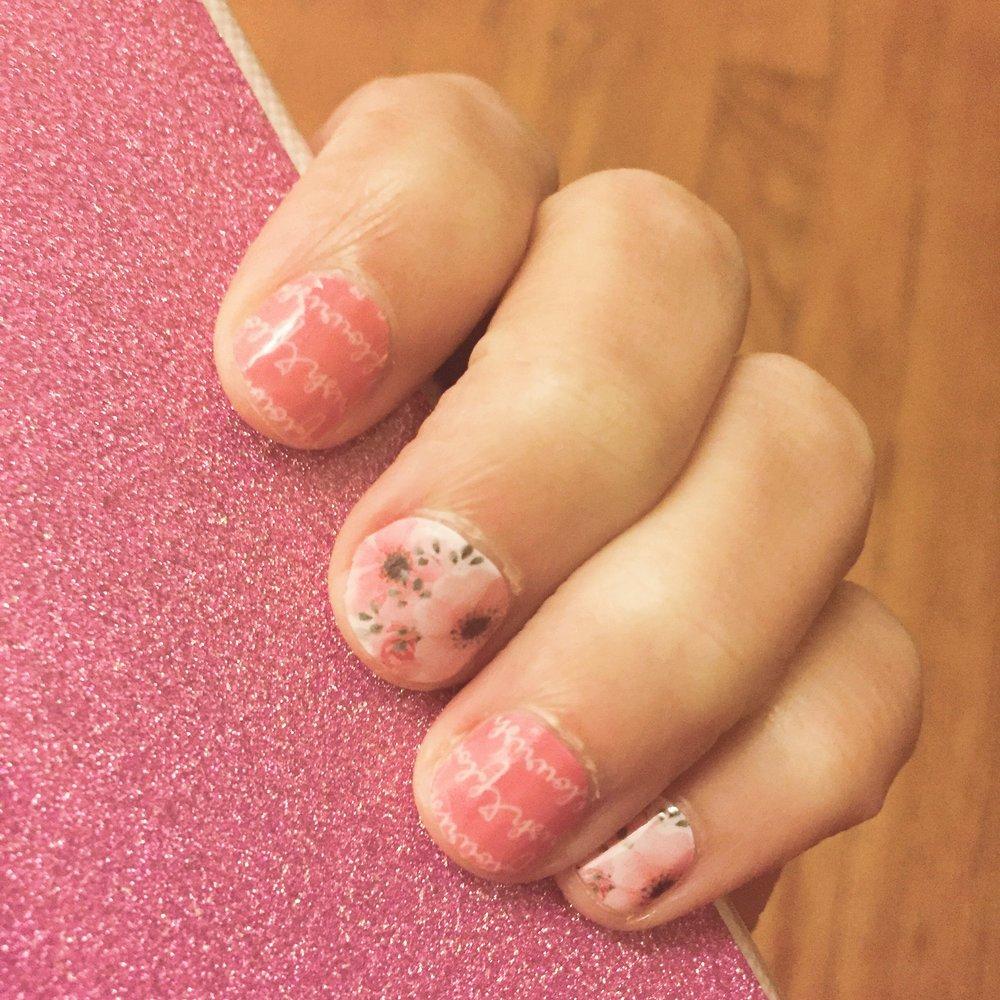 flourish jamberry wraps on hands