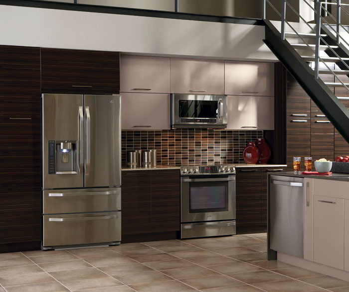 high_gloss_kitchen_cabinets_in_thermofoil.jpg