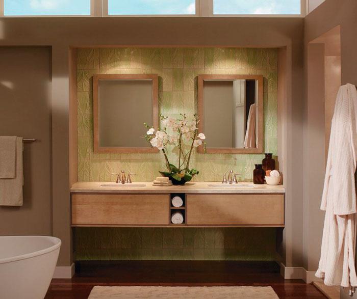 light_maple_cabinets_in_contemporary_bathroom_2.jpg