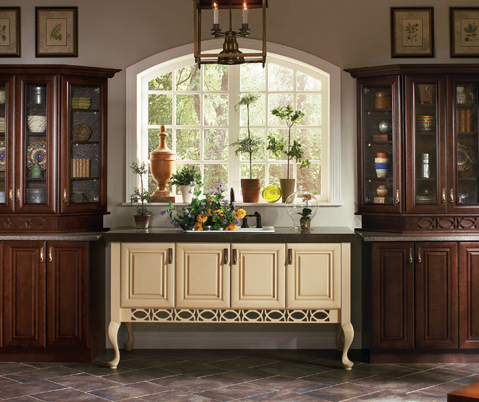 maple_cabinets_in_potting_room.jpg