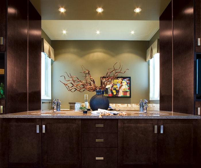 espresso_shaker_cabinets_in_bathroom.jpg